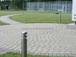 Фигурное мощение бетонной брусчаткой